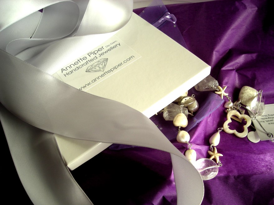 necklace packaging a
