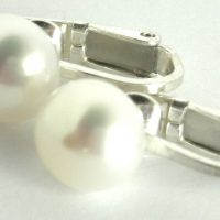 pearl clip ons white 1a