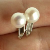 pearl clips ons white 1b