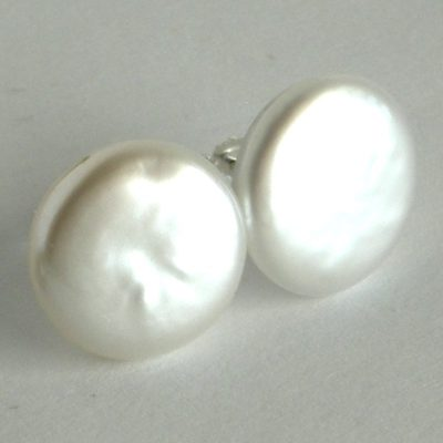 white coin pearl stud earrings da